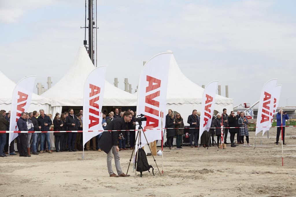 Onder toeziend oog publiek eerste paal MTP Hoorn geslagen